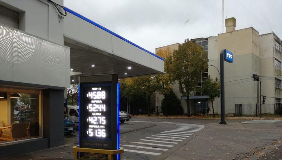 En Junín se paga $52,44 el litro de premium de YPF, un monto que solo es superado por cuatro capitales de provincias.
