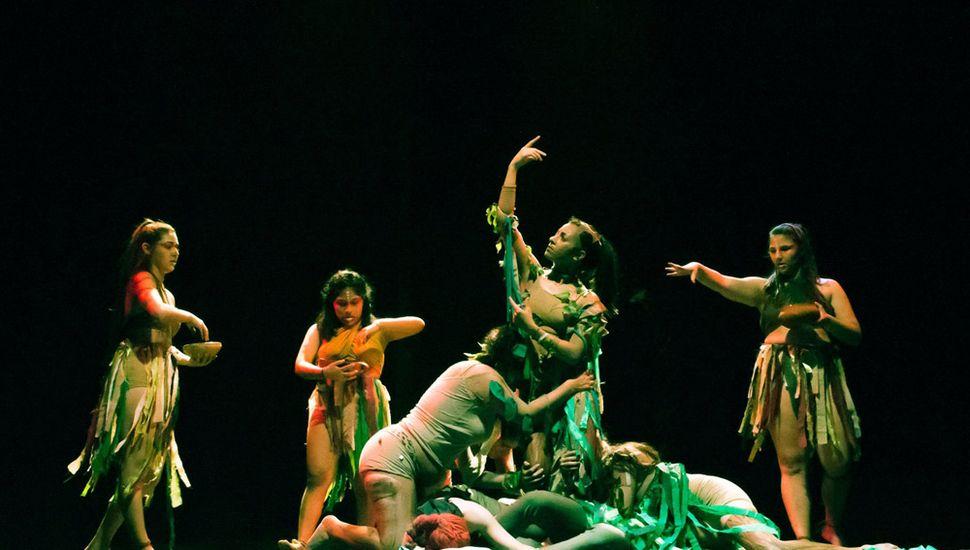 Noche de danza, expresión corporal y teatro (Foto Chulita).