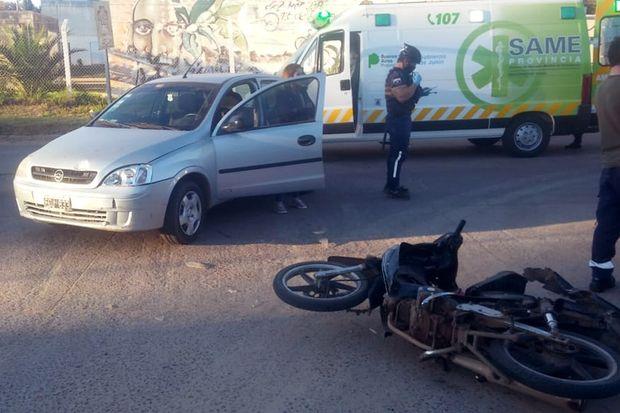 Una mujer y dos menores heridos en un accidente