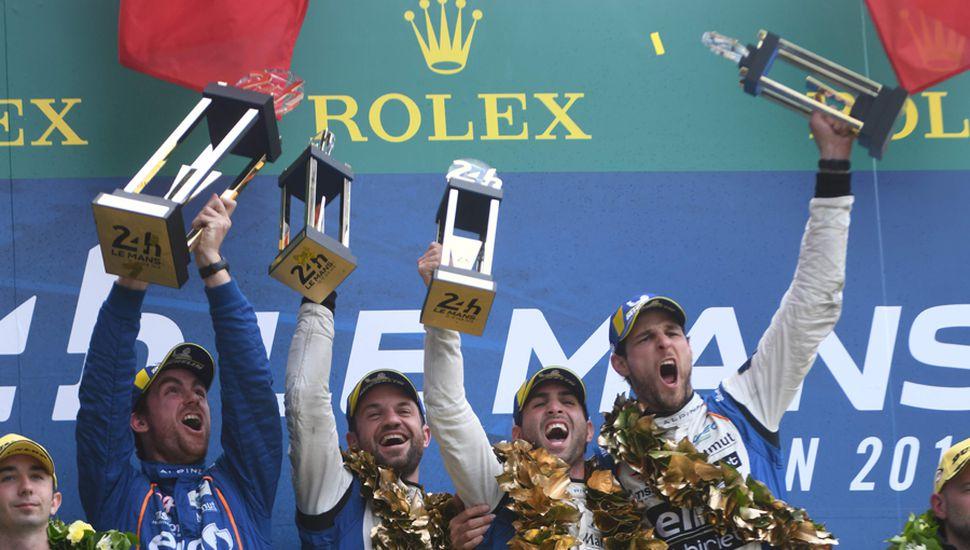El argentino en el podio de Le Mans.