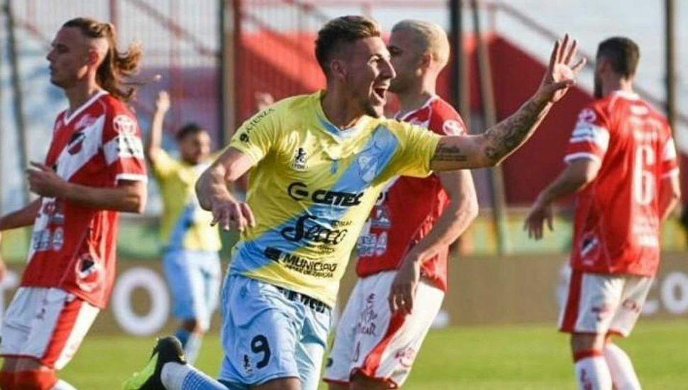 Temperley goleó a Deportivo Maipú y avanzó a los Octavos por primera vez