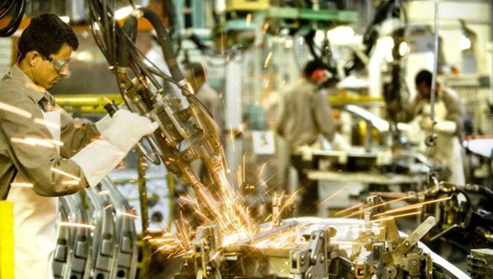 La industria ya trabaja a su nivel más bajo desde julio de 2002