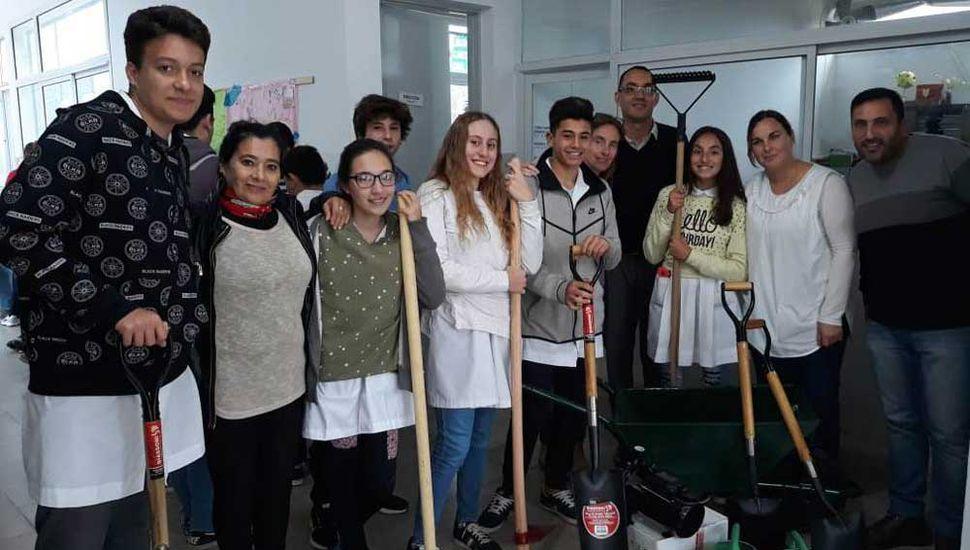 Consejeros escolares aportaron materiales y útiles a la E.E.S. 4.
