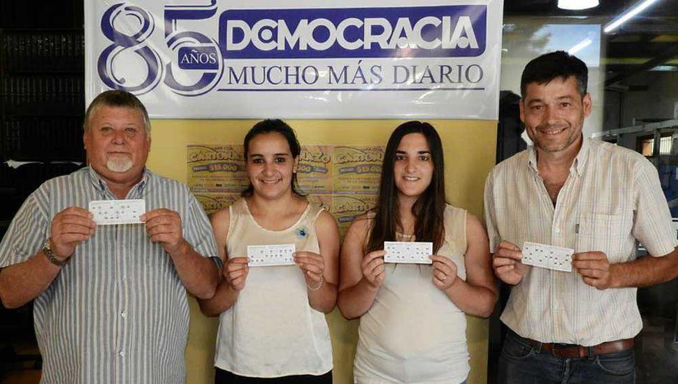 Alfredo Bertamoni, Jennifer Romero, Micaela Reynoso y Raúl Valente, ganadores de un anterior pozo record de 90 mil pesos.