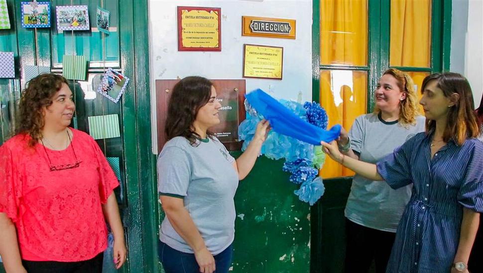 """""""Para nosotros es un orgullo que los chicos reconozcan la función del docente"""", expresó Laura Facciano, directora del secundario."""