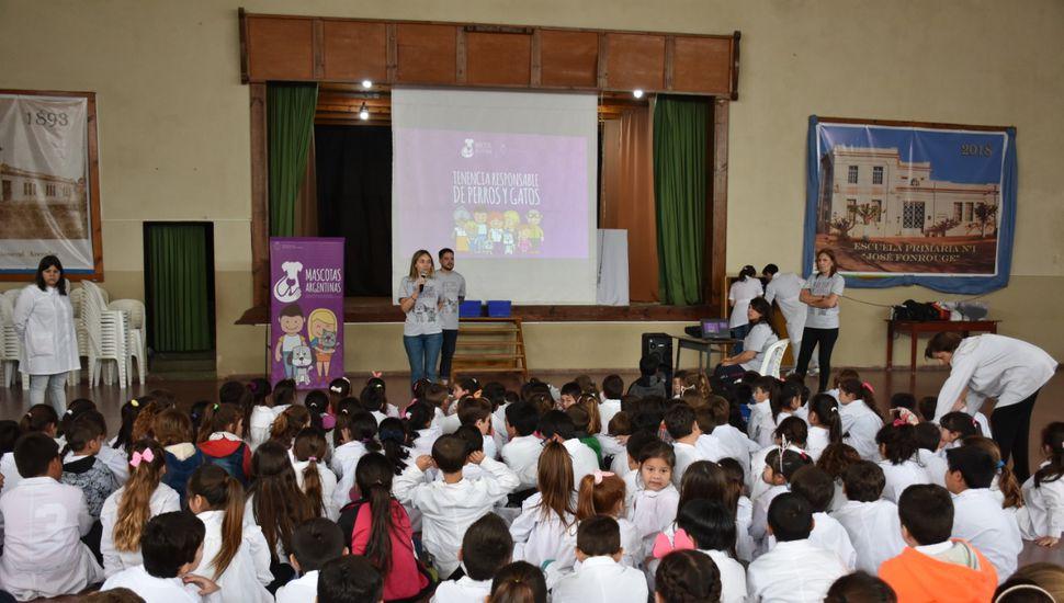 Realizan talleres de tenencia responsable de mascotas en escuelas de Arenales