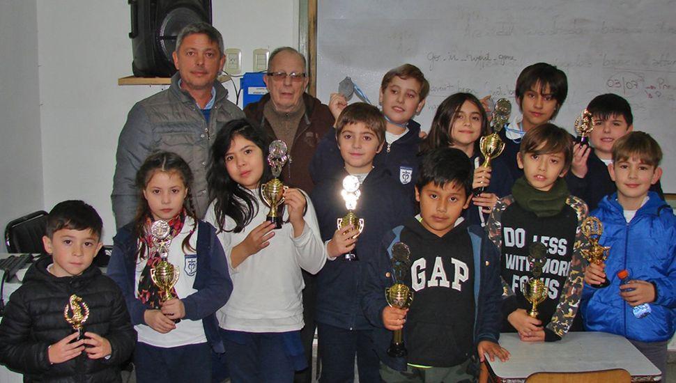 Todos los premiados en el Colegio Marianista.