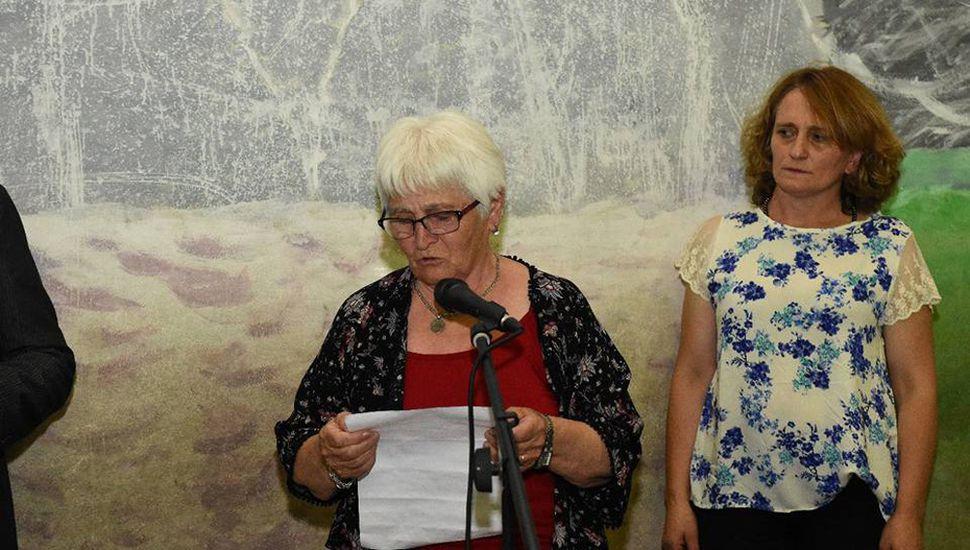 Los presentes la ovacionaron tras la lectura del discurso.