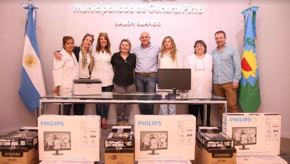 El intendente Guerrera entregó equipos informáticos a establecimientos educativos