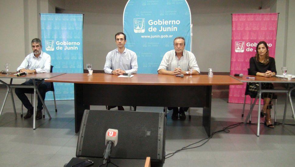 En conferencia de prensa, ayer, el intendente Pablo Petrecca puso el foco en la contención social y en la ampliación de la infraestructura sanitaria.