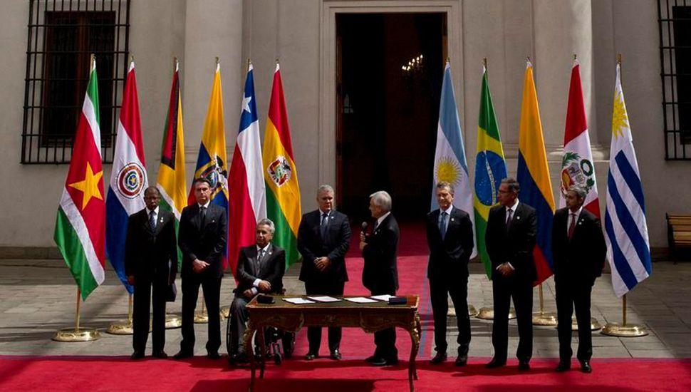 """Los mandatarios firmaron la declaración de Santiago """"para la renovación y el fortalecimiento de la integración de América del Sur""""."""