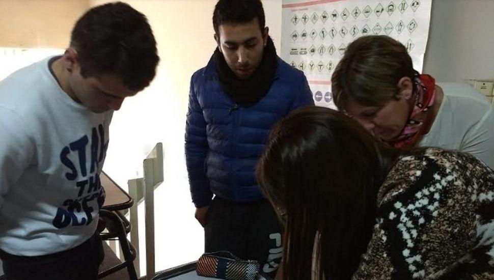Continúa la entrega de botones antipánico en Chacabuco