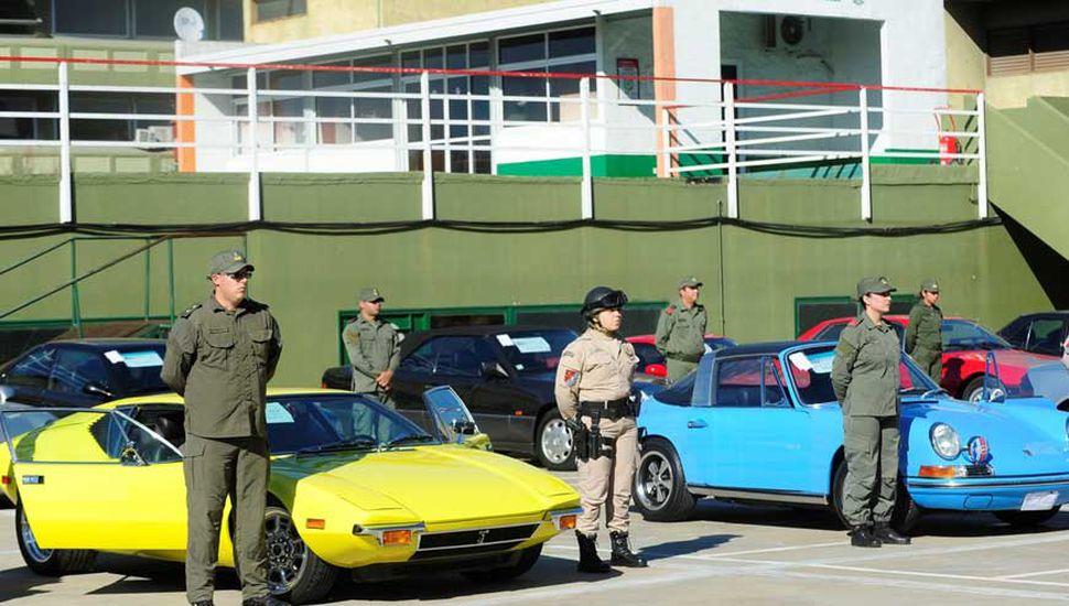 Decomisaron 38 autos de colección y embarcaciones de lujo