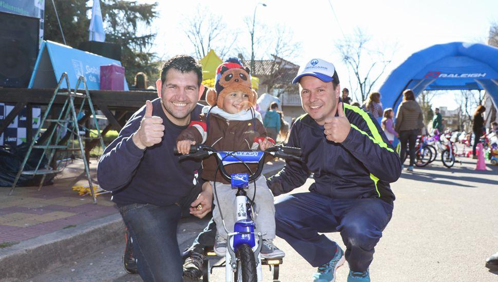 Felipe, el flamante ganador de la bicicleta.