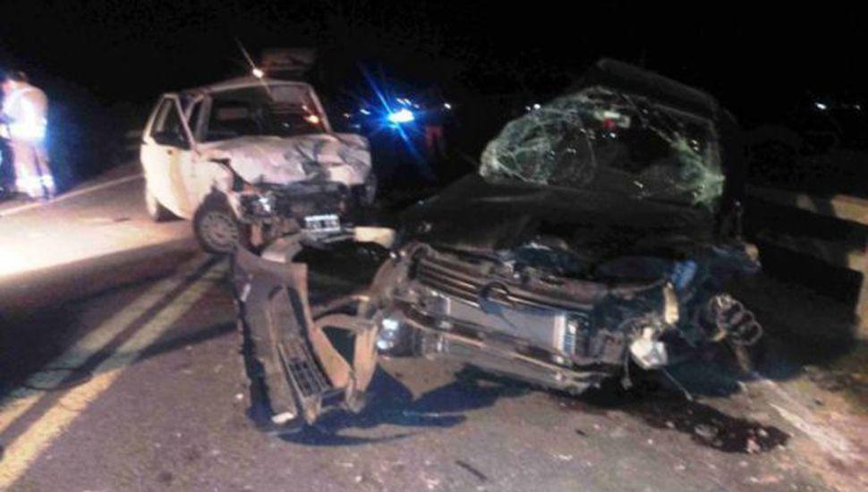 Los vehículos involucrados, con graves daños.