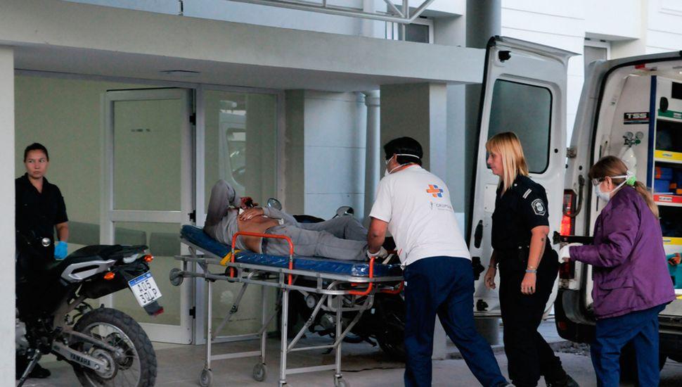 El herido ingresó al Hospital, donde fue atendido y quedó internado.