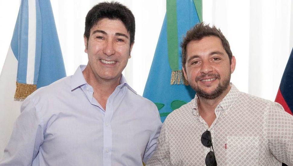 El juninense Marcelo Loyola (izquierda) y Darío Ciminelli, a quien reemplazó como Secretario de Seguridad de Chacabuco.