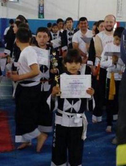 La juvenil kempista Zahira Leiva fue tercera, en combate con bastón.
