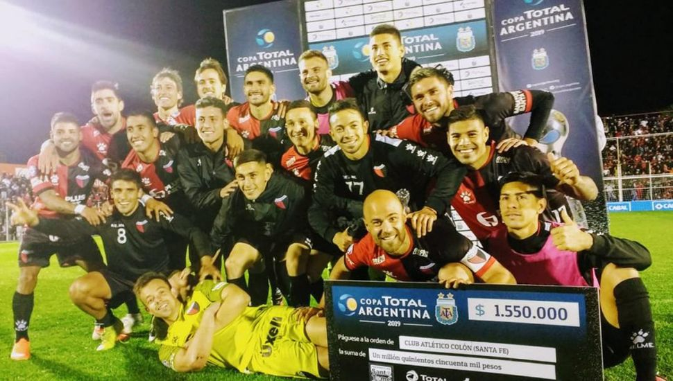 La alegría y el choque en los jugadores de Colón.