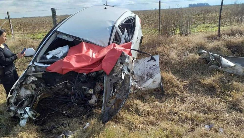 El auto en el que viajaba la víctima fatal.