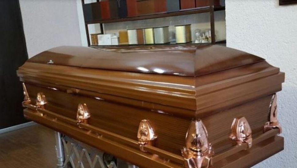 Desentierran a un hombre que llevaba 9 días muerto tras oírlo gritar en su tumba