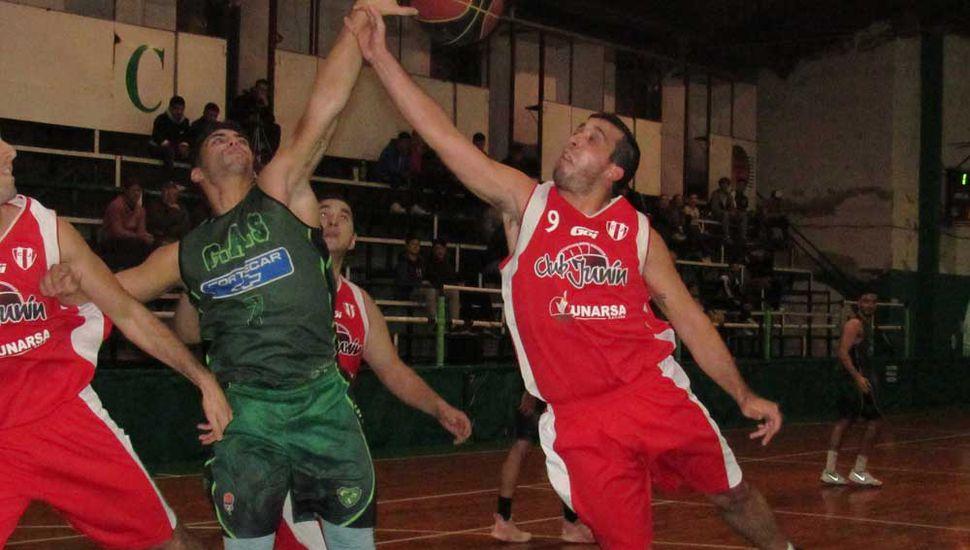 Ferrara y Manese, en el partido de anteayer en Arias y Necochea.