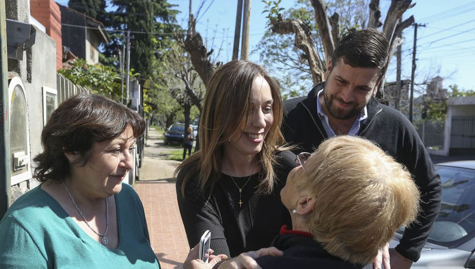 María Eugenia Vidal durante el timbreo de gestión en Hurlingham, en plena aceleración de la campaña, a cuatro semanas de la elección de octubre.