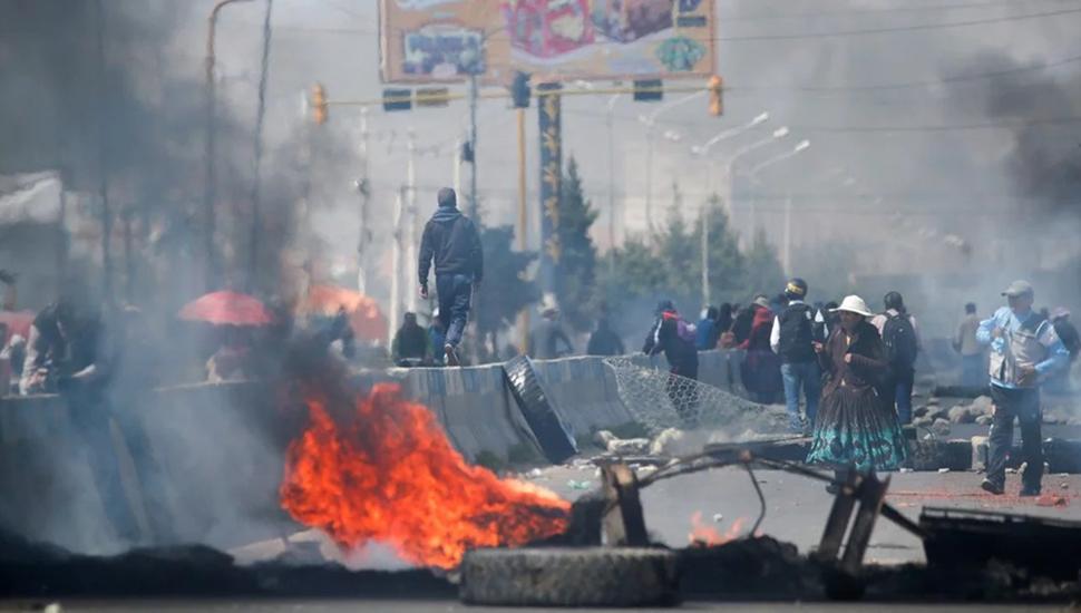 Fracasó el llamado electoral en Bolivia y crece la represión