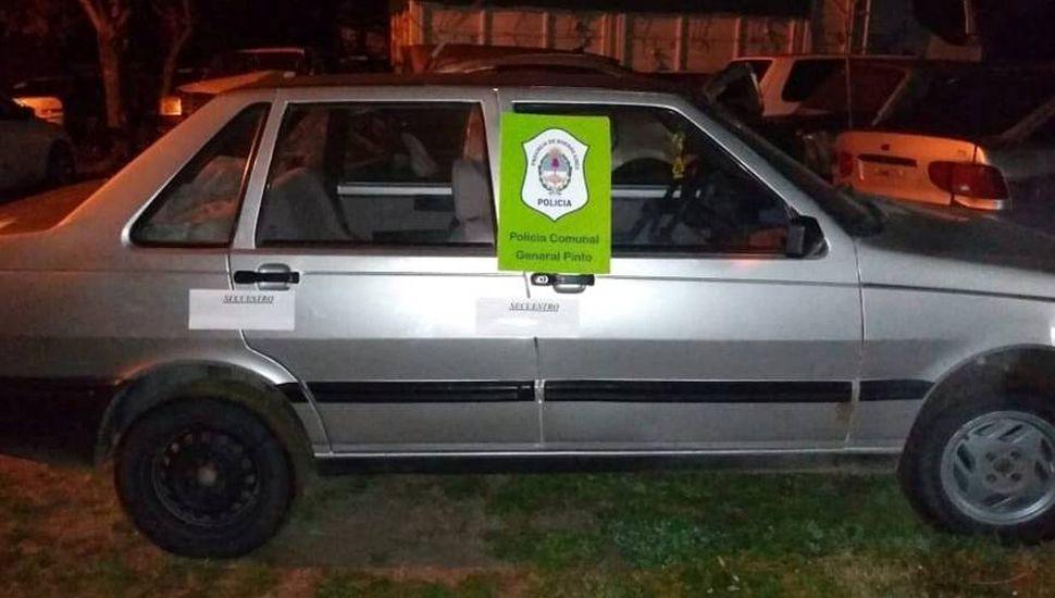 Uno de los autos que fue secuestrado por personal de la Policía Comunal local.