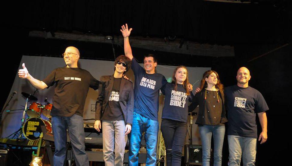 La banda saludó, tras el show en La Ranchería.