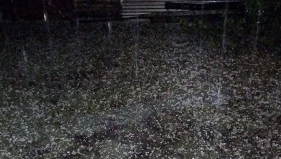 En la madrugada de ayer granizó en Junín y dos veces, con pocos minutos de diferencia, cayó granizo en General Pinto.