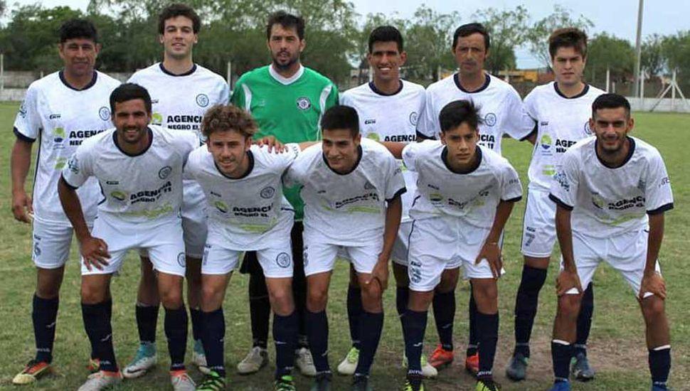 Formación del Club Atlético Pintense que triunfó luego de varias fechas