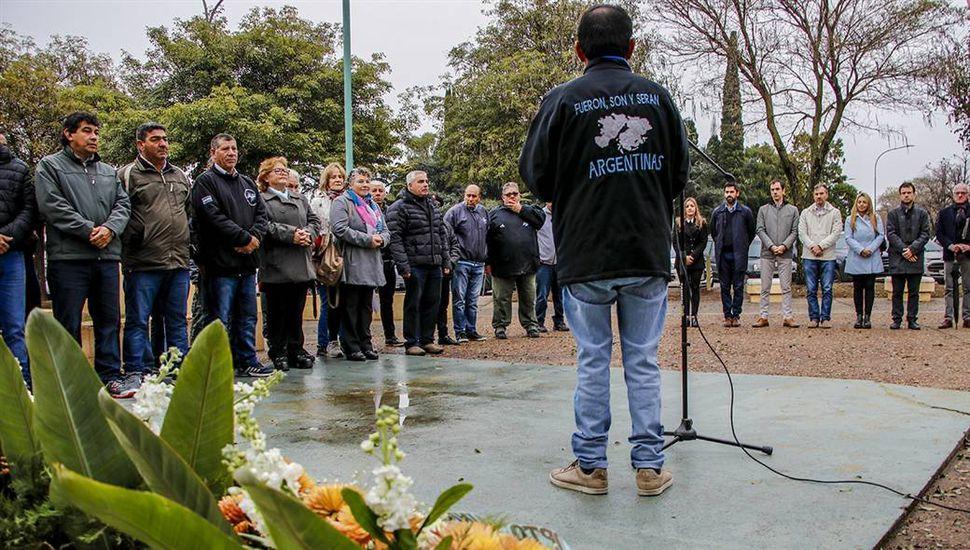 Emoción en el recuerdo a los héroes que participaron de la última batalla en Malvinas