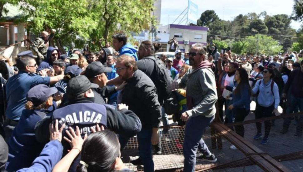 Paro docente por 24 horas en repudio a la represión en Chubut