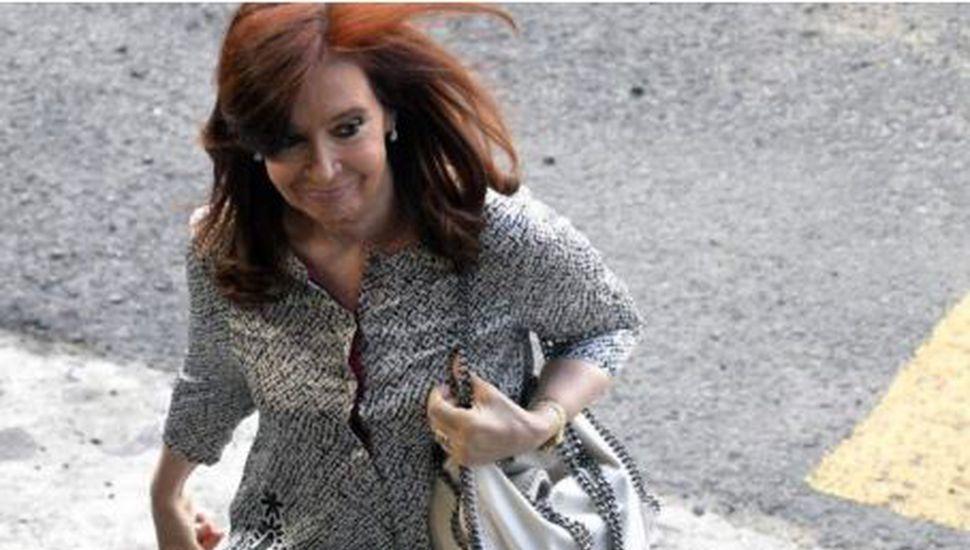 Cristina Kirchner volvió de Cuba tras visitar a su hija Florencia