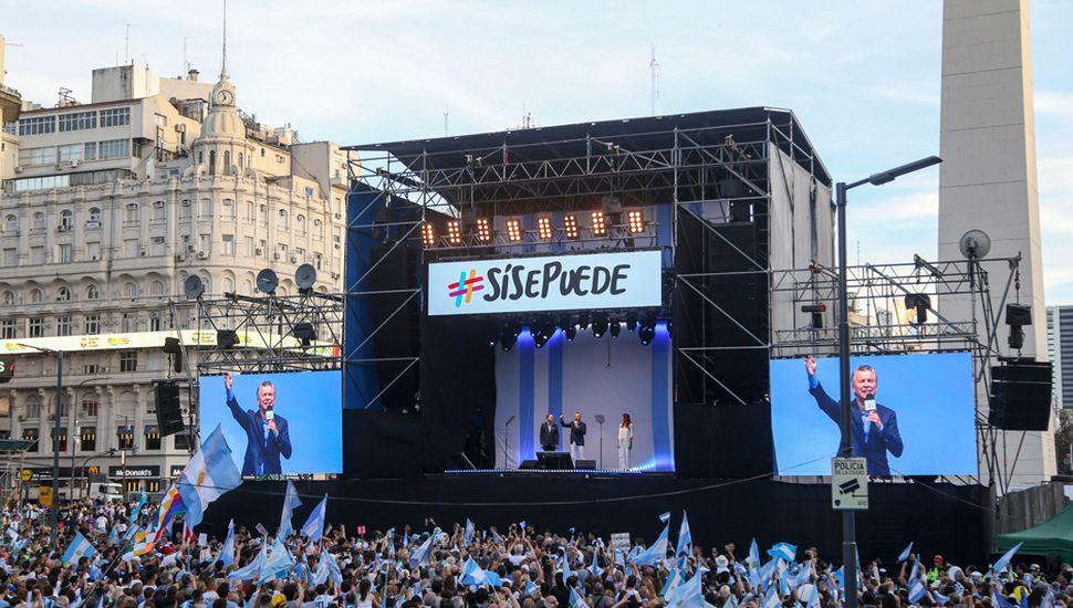 Mauricio Macri llamó a dar vuelta la elección ante la multitud que participó del acto en la avenida 9 de Julio porteña.