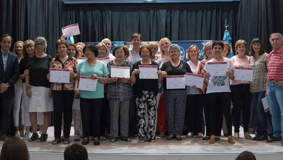 Los integrantes de los talleres de la UNNOBA recibieron certificados.