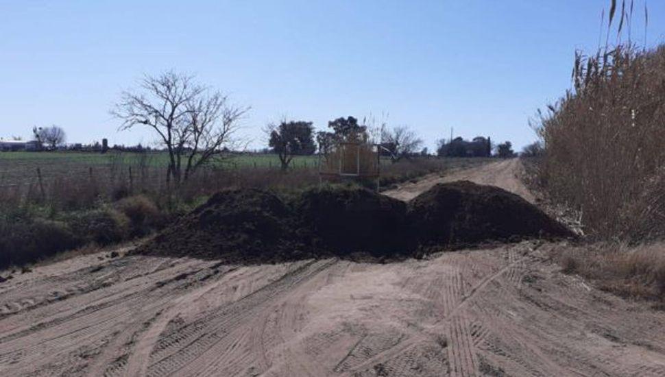 Se cerró el camino de tierra que conduce al Cementerio.