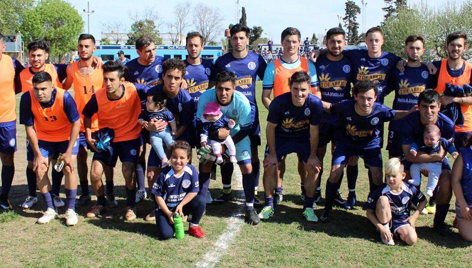 Conjunto de Deportivo Pinto que se hizo fuerte como local y ganó el clásico.