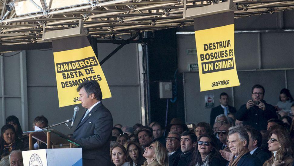 Greenpace protestó, pese al inédito despliegue de fuerzas policiales y seguridad privada.