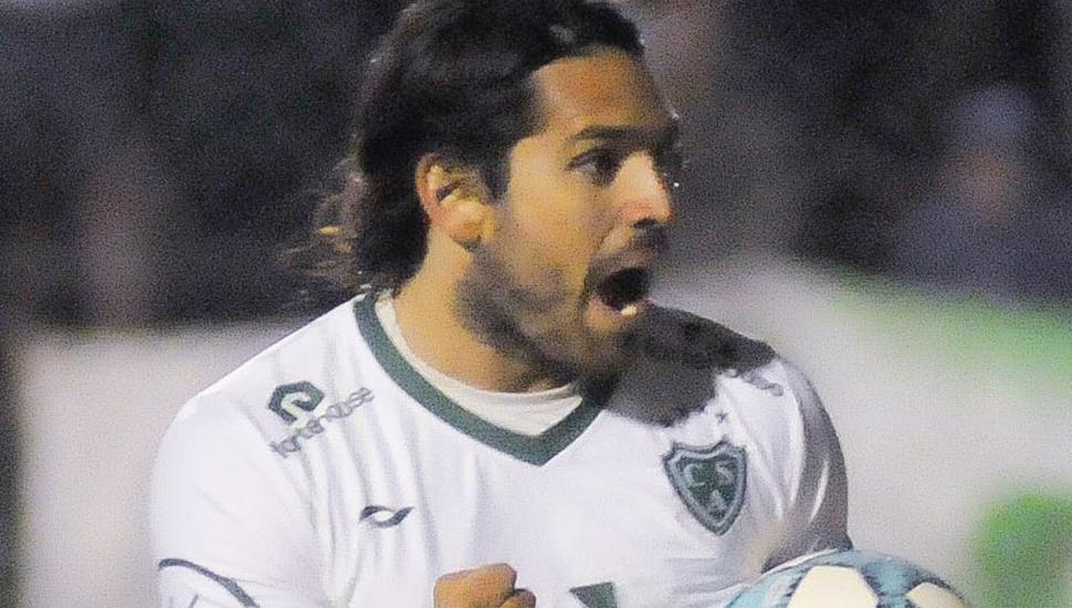 Pablo Magnín, goleador de Sarmiento y del campeonato de la Primera Nacional.