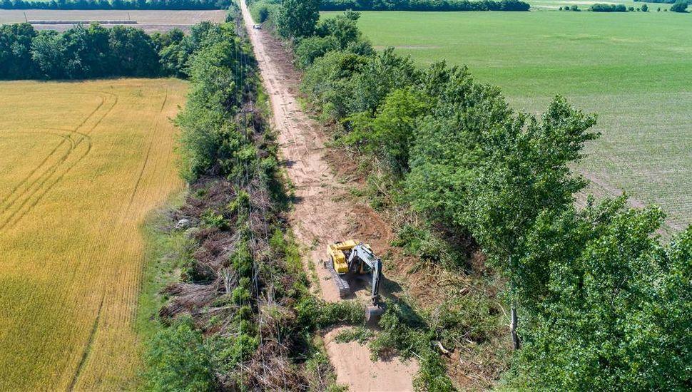 Realizan trabajos en los caminos rurales