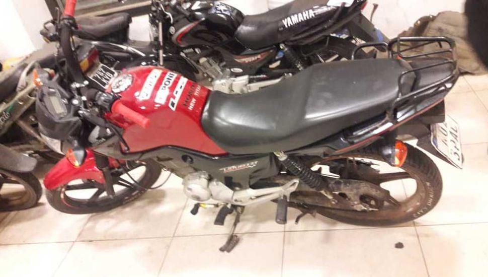 Ayer se incautó una moto y aprehendieron al conductor.