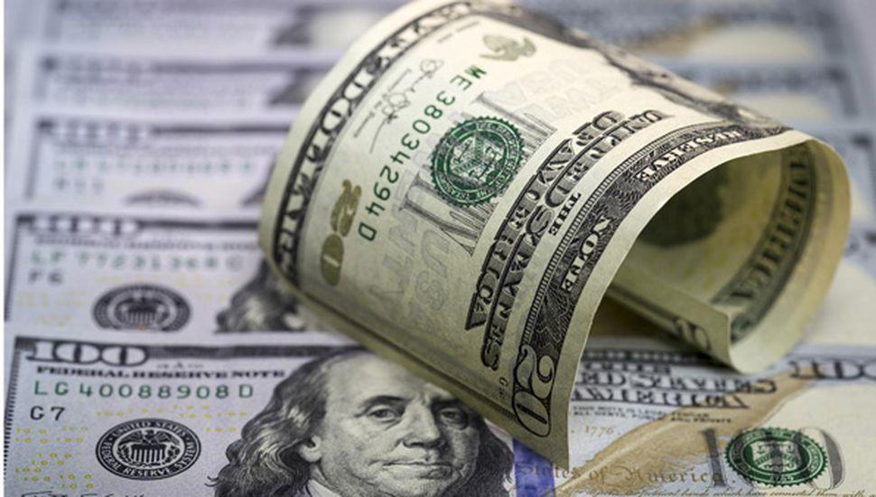 El dólar se despertó  y trepó a $17,38