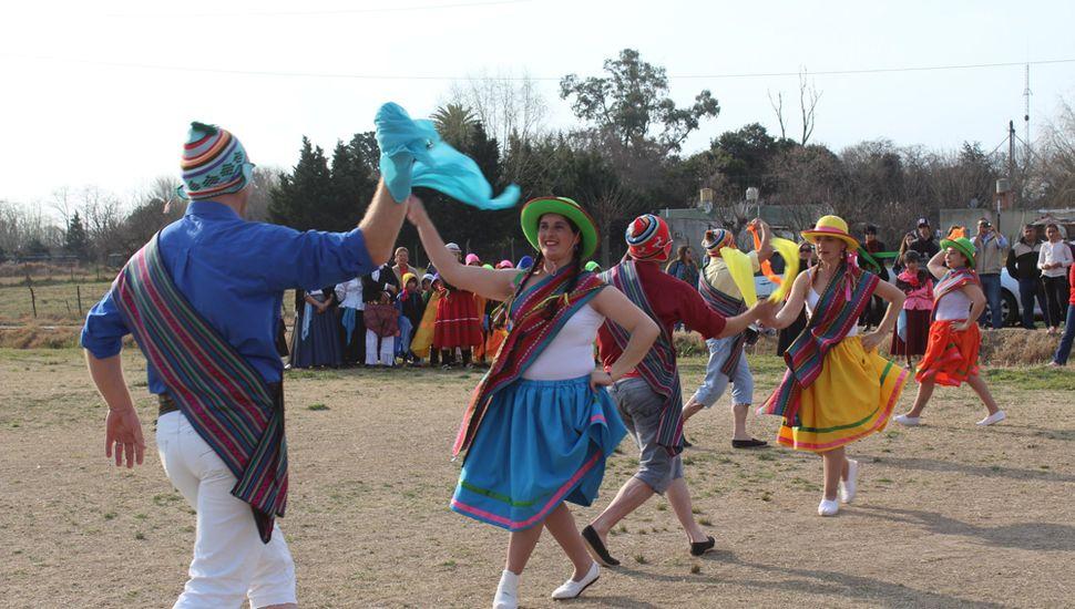 Bailes típicos en la fiesta.