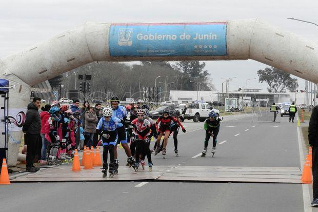 Llegada de una de las pruebas disputadas sobre la avenida de Circunvalación.
