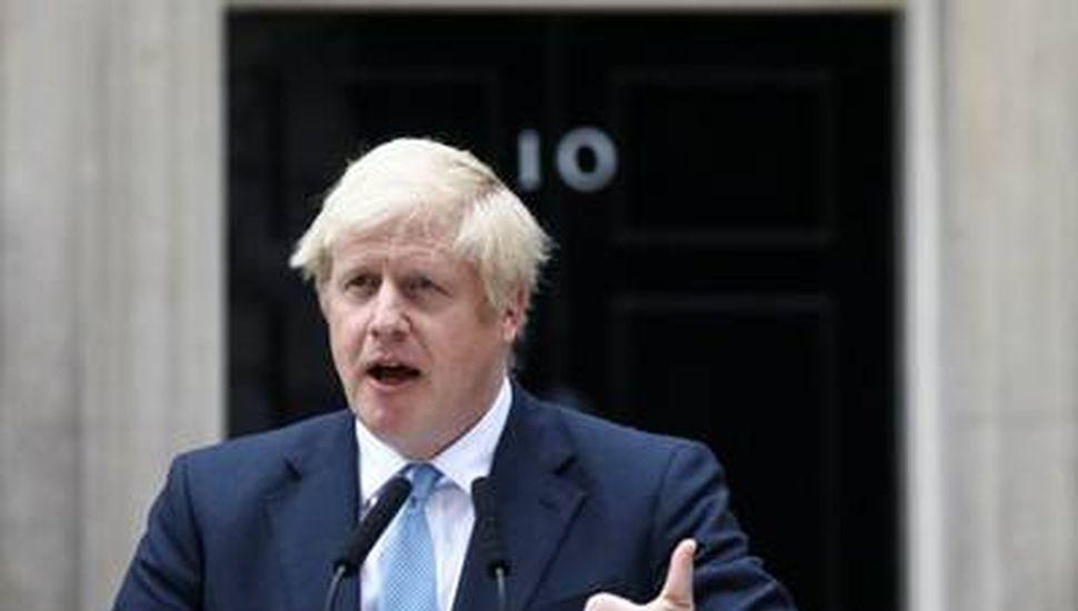 Boris Johnson provoca a rivales para que convoquen a elección