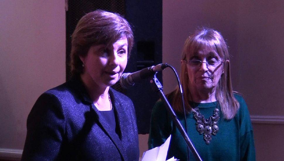 Verónica Lolo y Delia Martínez, directora y secretaria de la institución.