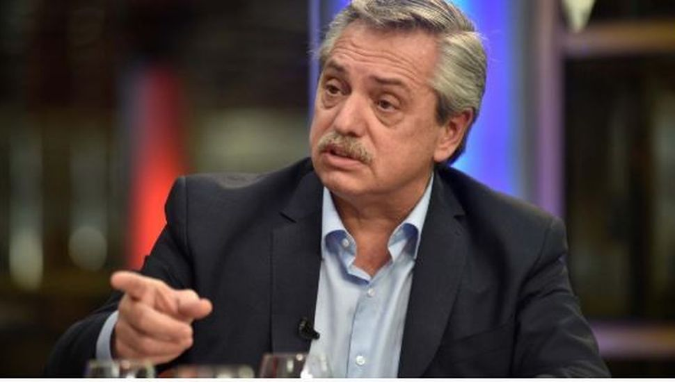 """Alberto Fernández acusó a Mauricio Macri de haber llamado al Banco Central para """"liberar al dólar"""""""