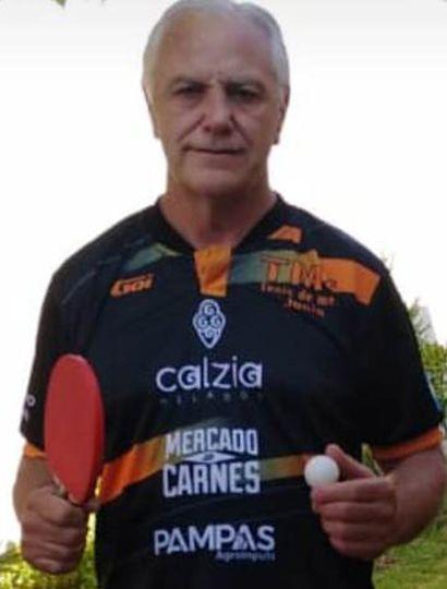 """El mendocino Mario Morro, uno de los semifinalistas del torneo Maxi 48 y participante hoy de la Copa """"Sanatorio Junín""""."""